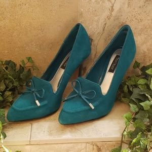WHITE HOUSE BLACK MARKET TEAL HEELS PUMPS